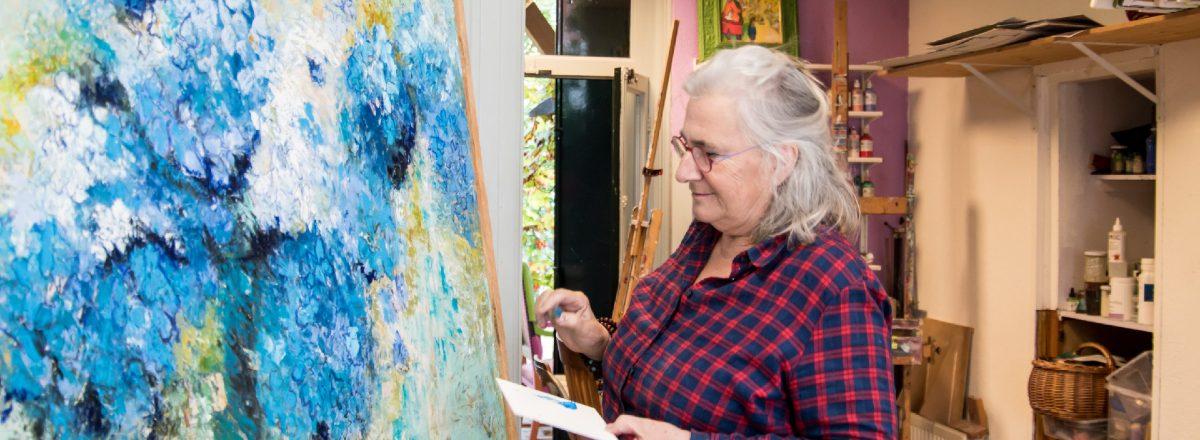Dianne in haar atelier