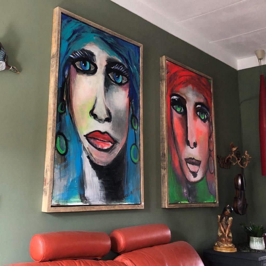 Dianne's schilderijen op hun plek